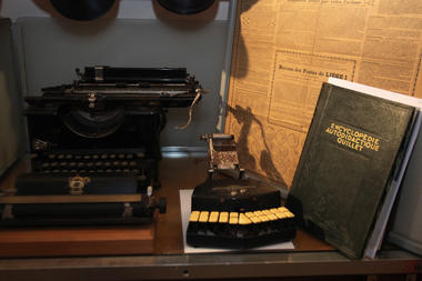 Musée Postes Restantes - Hermalle-sous-Huy - Machine à écrire