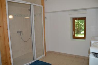 Salle d'eau Location de vacances Chauffayer Meublé  Mme DUPERRON Léa