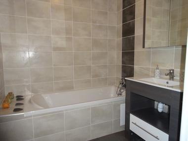 Salle de bain Meublé Mme FEBVRE C Ancelle