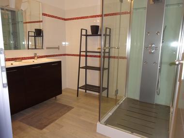 Salle d'eau rdc  Meublé CHIARELLI P Orcières Merlette 1850JPG