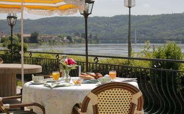http://www.hotel-beaurivage.com/