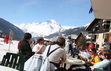 val-cenis-lanslevillard-bar-restaurant-la-bella-hiver