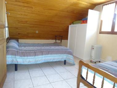Chambre haut . Meublé Mme CESMAT D Location Ancelle
