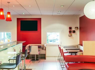 Ibis Hotel / Accor