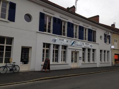champagne 52 montier en der hotel le toro bleu facade.