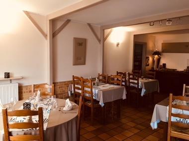 champagne 52 chamouilley auberge du cheval  blanc salle restaurant 1136.