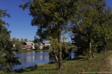 champagne 52 bourbonne les bains hotel le lac la mezelle facade vue lac alain liamas 7005.