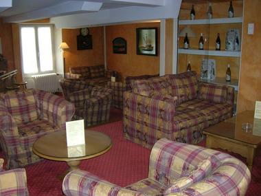 champagne 52 chaumont hotel les remparts salon 1.