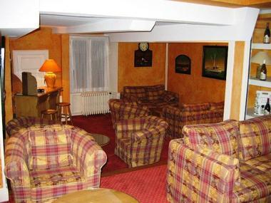 champagne 52 chaumont hotel les remparts salon 2.