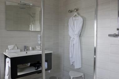 champagne 52 chaumont hotel les remparts salle de bain 2.