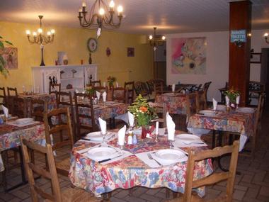 champagne 52 bourg sainte marie  hotel le saint martin brasserie 3.