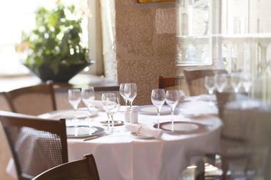 champagne 52 langres hotel cheval blanc veranda 1.