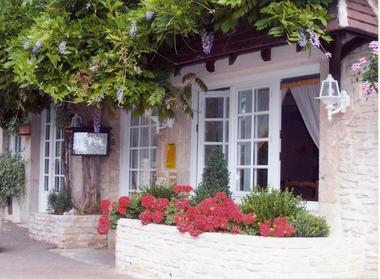 champagne 52 vaux sous aubigny hotel le vauxois facade 1.