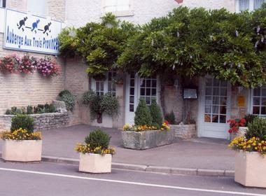 champagne 52 vaux sous aubigny hotel le vauxois facade.