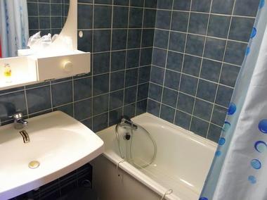 bourbonne les bains thermotel salle de bain.