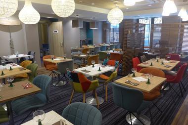champagne 52 chaumont hotel ibis styles restaurant 846.