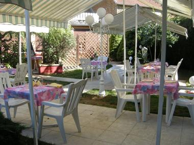 champagne 52 bannes hotel chez francoise terrasse 368.