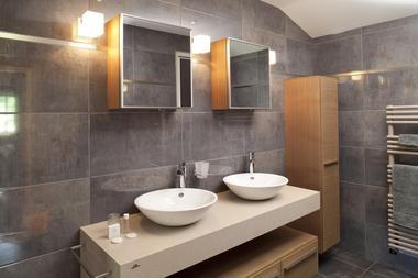 champagne 52 gudmont villiers hotel la source bleue salle de bain.