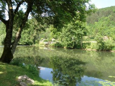 champagne 52 vouecourt camping bord de  la riviere.