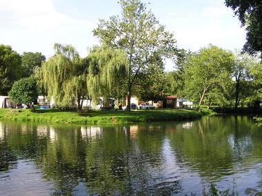 champagne 52 vouecourt camping emplacement au bord de la riviere 1.