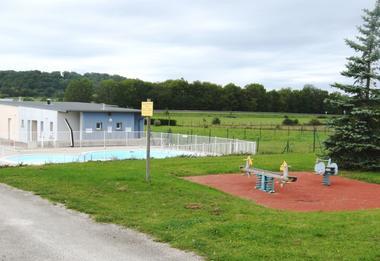champagne 52 villegusien camping camping du lac aires de jeux piscine.