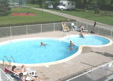champagne 52 villegusien camping camping du lac piscine 1.