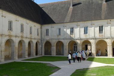 champagne 52 auberive patrimoine religieux abbaye cloitre phl 1009.