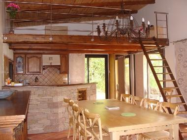 Cuisine ouverte sur séjour - Gîte dans les GORGES DU TARN