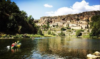 Canoe Evolution2 - village de Peyre
