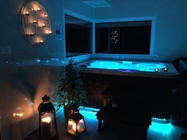 Espace bien-être avec jacuzzi, sauna et massages - Location insolite Aveyron