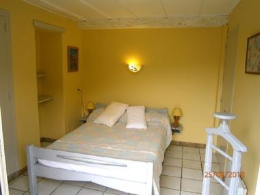 Gîte le Cigalon Chambre 1 lit 140 rez de chaussée