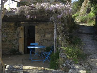 Terrasse au printemps et accès