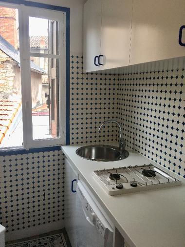 Coin cuisine tout équipé avec lave vaisselle