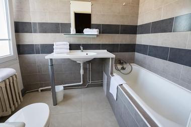 champagne 52 saint dizier hotel de champagne salle de bain.