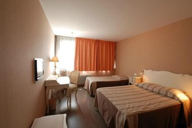 champagne 52 hotel les dhuits colombey les deux eglises chambre 2.