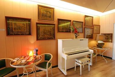 champagne 52 hotel les dhuits colombey les deux eglises salon.