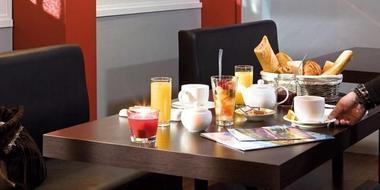 champagne 52 hotel l etoile d or chaumont petit dejeuner.