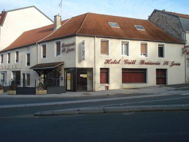champagne 52 chaumont hotel le saint jean facade.