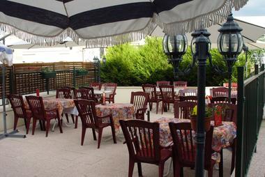 champagne 52 bourg sainte marie  hotel le saint martin terrasse.