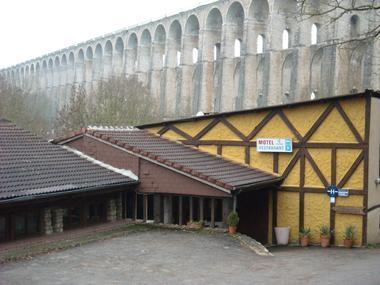 champagne 52 chaumont motel val de villiers facade 2.