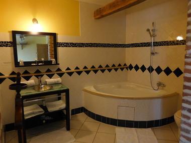 champagne 52 colombey les deux eglises la grange du relais salle de bain  123.