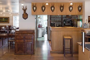 champagne 52 restaurant colombey les deux eglises la table du general reception 0551.