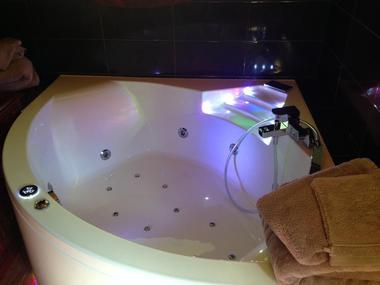 champagne 52 gudmont villiers hotel la source bleue baignoire.