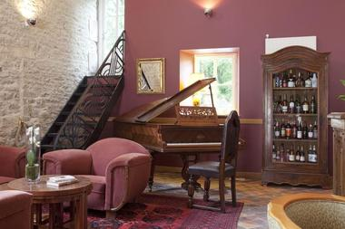 champagne 52 gudmont villiers hotel la source bleue salon.