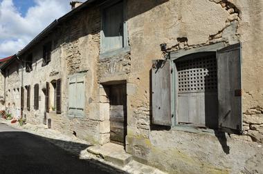 champagne 52 vignory patrimoine petite cite de caractere maison xviiie phl 0527.