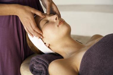 haute marne thermailisme bourbonne les bains massage valvital fotolia 16915404.