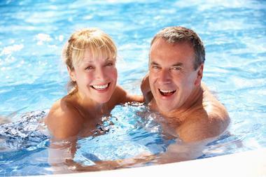 champagne haute marne bourbonne les bains thermalisme piscine couple mdt 52.