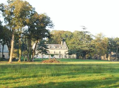 Le château vu de Léquinais_Domaine des Hayes_Maxent