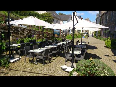 Terrasse pizzeria Le yucca, La Gacilly, Destination Brocéliande, Bretagne