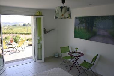 chambre vert anis , lit en 1,60 et vue imprenable